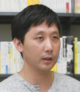 写真は「一度立ち止まり、働く理由を考えて」と話す田中俊之さん
