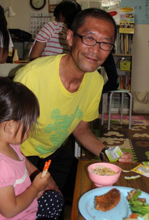 写真 「まいにち子ども食堂」を運営する六郷伸司さん=東京都板橋区高島平で