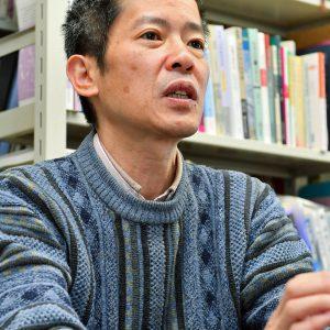 写真は東京大教授の瀬知山角さん