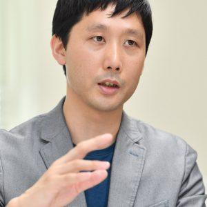 写真は1歳男児の父・社会学者 田中俊之さん