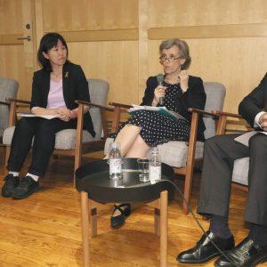 写真は子どもへの暴力のない社会を実現するためパネル討論で話す(左から)瀬角さん、高祖さん、パイスさん、ルーカスさん=東京都港区で
