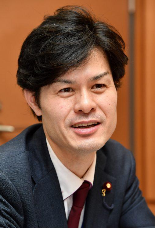 写真は2児の父で、衆院議員の柚木道義さん