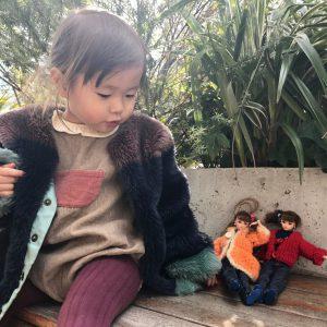 写真 かわいがっているアミユミ(Puffy人形)に、私が子どもの頃に作ってもらったお洋服を着せて