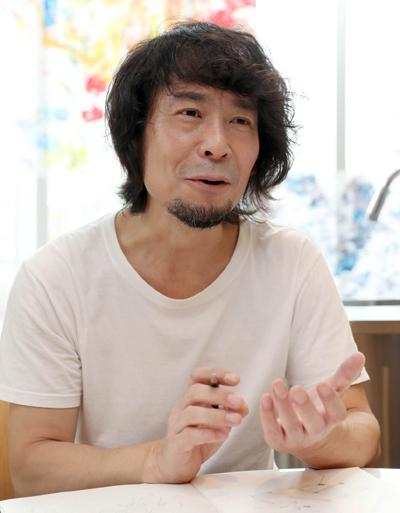 写真 インタビューに答える仁慈保幼園の理事長・妹尾正教さん