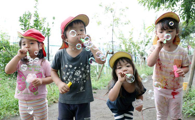 写真 世田谷区の仁慈保幼園で遊ぶ子どもたち