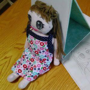 写真 友人が保育園で子どもが使うために手作りした人形。型紙も作った