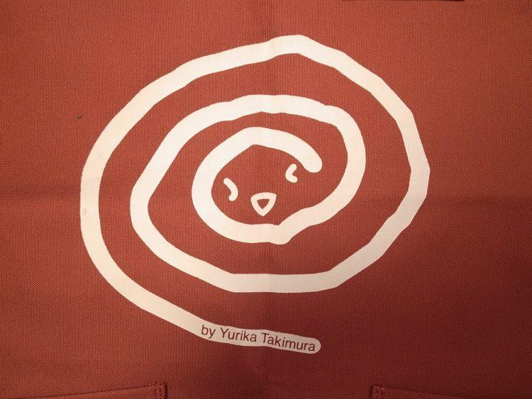 闘病中に優梨香さんが描いた絵をデザインしたエプロン(滝村さん提供)
