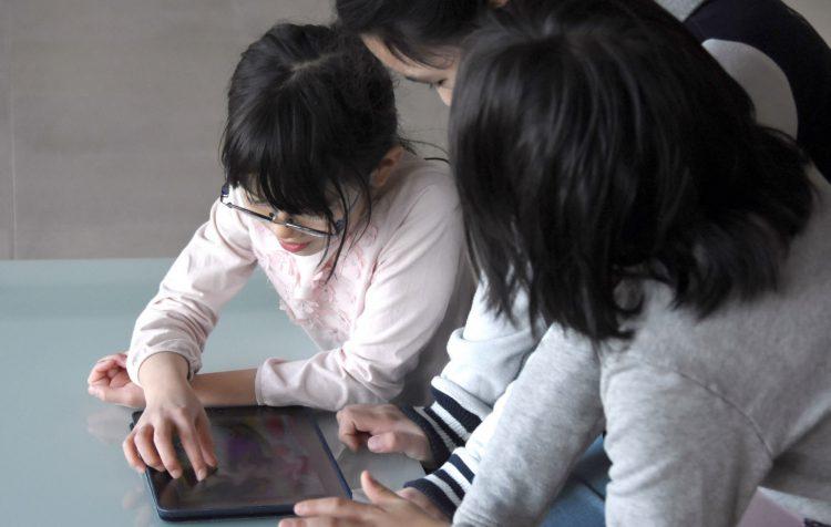 デジタル機器が普及し、SNSを使って事件や事故に巻き込まれる子どもも