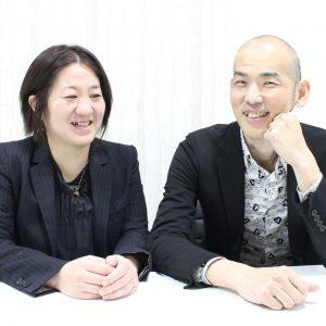 歌手の木山裕策さん㊨と妻の直子さん