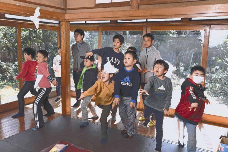 古い住宅を利用した「探求型スクールC-Quest」で学び遊ぶ子どもたち