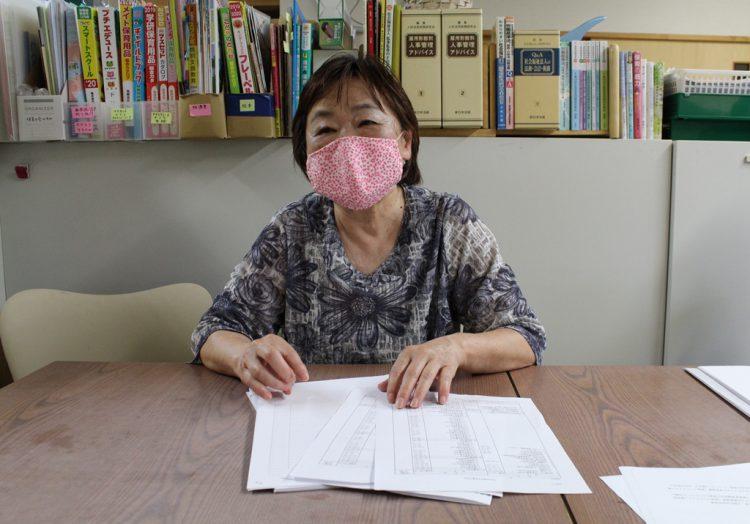 「委託費だけでは人件費が足りない」と話す臼坂弘子理事長