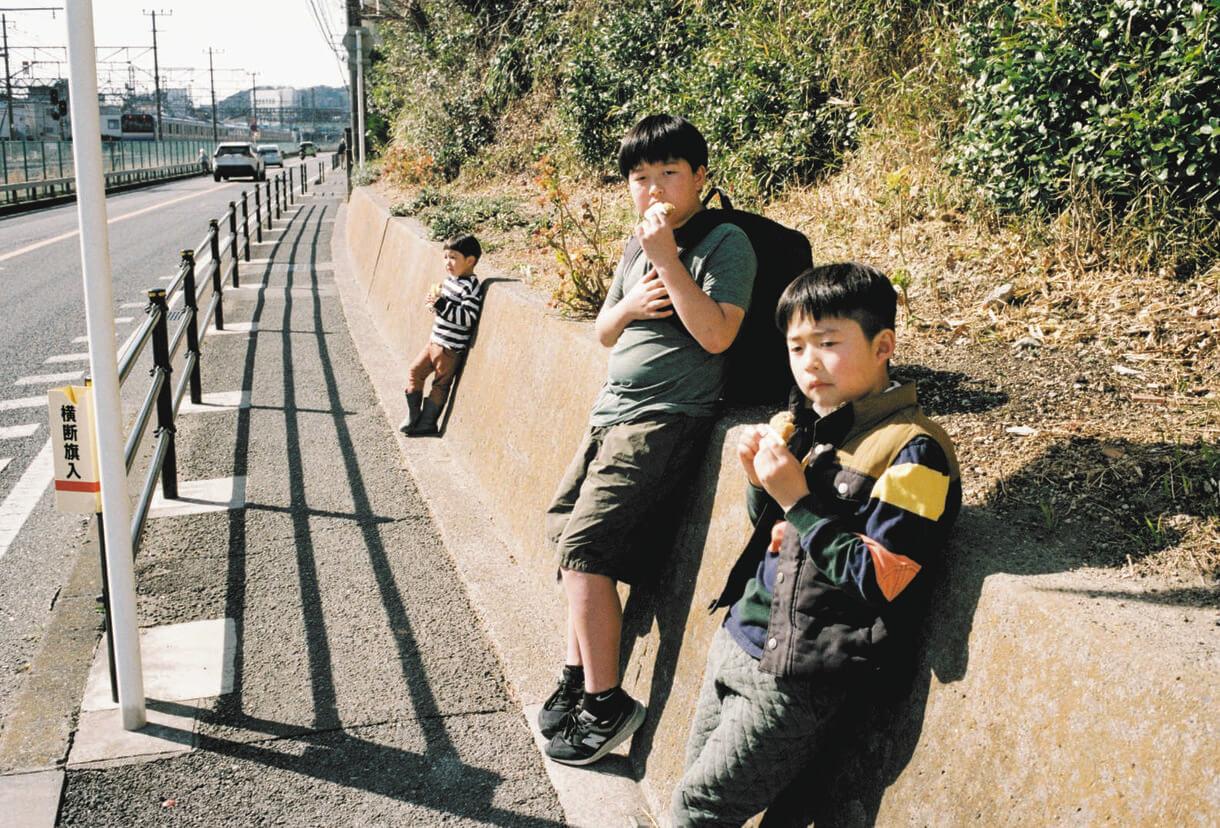 写真 手前から次男、長男、三男